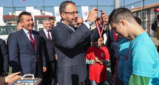 Gençlik ve Spor Bakanı Kasapoğlu, öğrencilerle buluştu