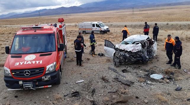 Vanda otomobille minibüs çarpıştı: 3 ölü, 4 yaralı
