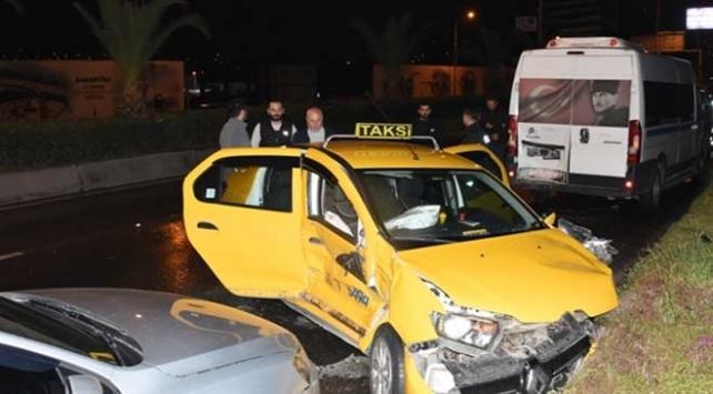 İzmirde zincirleme trafik kazası: 9 yaralı