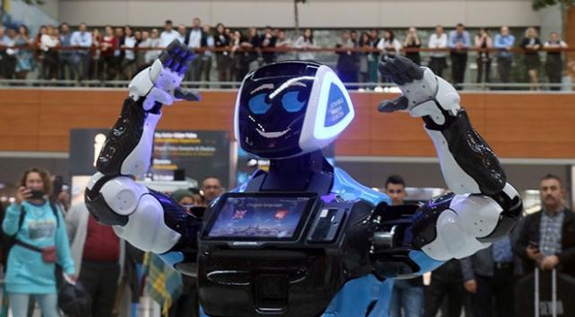 Havalimanında yolculara Aerobot yardım edecek