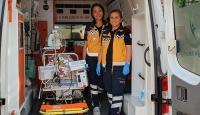 Anne kız aynı ambulansta hayat kurtarıyor