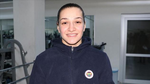 Milli boksör Buse Naz olimpiyat elemeleri hazırlıklarına başladı