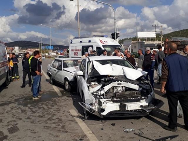 Denizlide zincirleme trafik kazası: 1 ölü, 1 yaralı