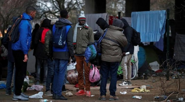 Pariste düzensiz göçmenlerin barındığı kamplar tahliye edilecek