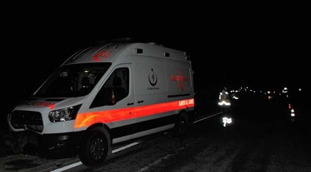 Ambulans domuza, arkasındaki otomobil de ambulansa çarptı: 3 yaralı