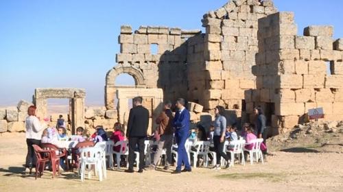 Sınıflarını tarihi Zerzevan Kalesi'ne taşıdılar