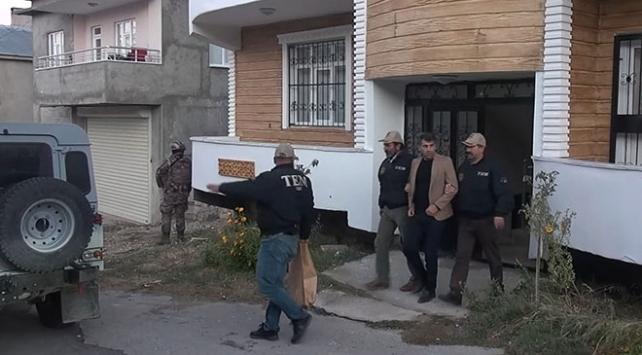 HDPli İpekyolu Belediye Başkanı ve HDPli meclis üyesi gözaltına alındı