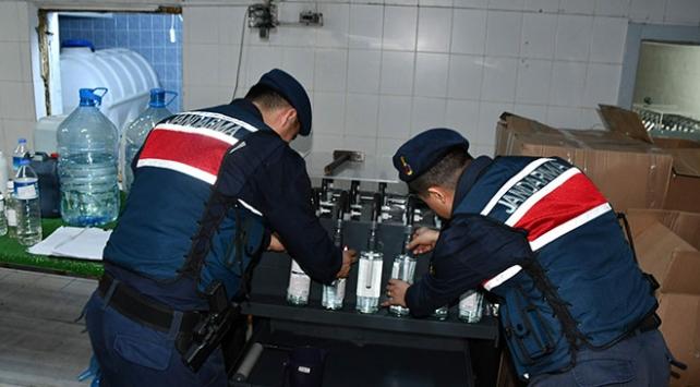 Eski süt fabrikasını içki imalathanesine çevirmişler: 7 ton sahte içki ele geçirildi