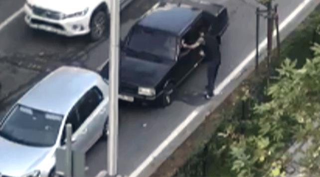 Yayaya yol vermeyen sürücü ceza almamak için lokum ikram etti