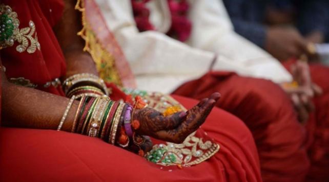 Hindistanda kast dışı evlilik yapan gençler taşlanarak öldürüldü