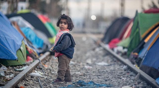 Alman gazetesinin Yunan muhabiri Türkiyedeki mülteci kamplarıyla Yunanistandakileri kıyasladı