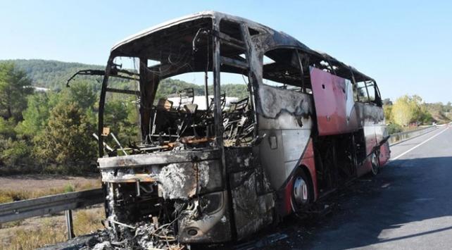Antalyada seyir halindeki otobüs yandı