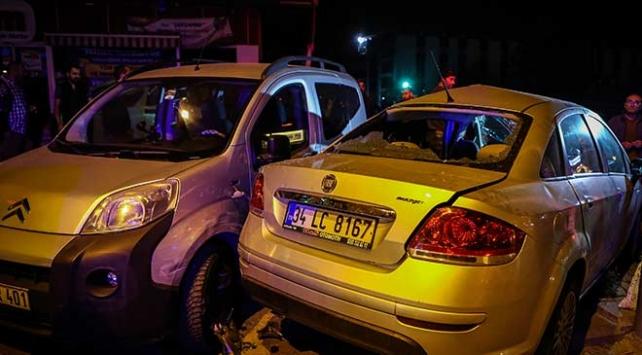 İstanbulda otomobil ile hafif ticari araç çarpıştı: 3 yaralı