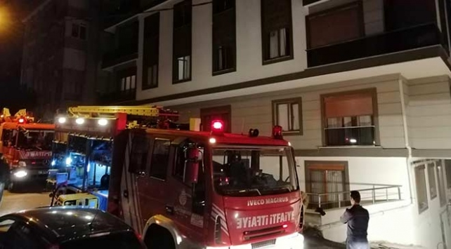 İstanbulda kapalı otoparkta araç yangını