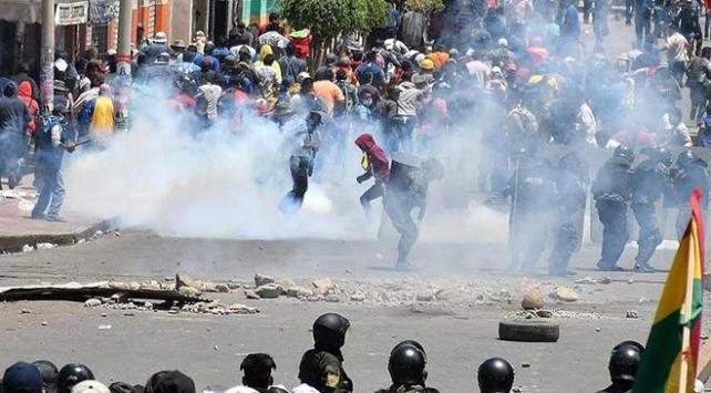 Bolivyada bazı polisler protestoculara katıldı