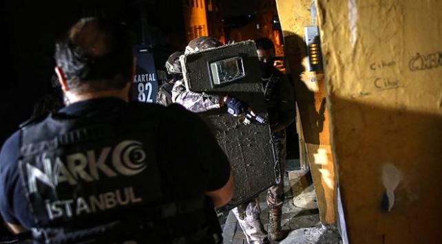 İstanbulda zehir tacirlerine eş zamanlı baskın