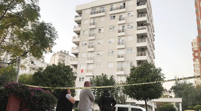 Antalyada aynı aileden ikisi çocuk dört kişi evlerinde ölü bulundu