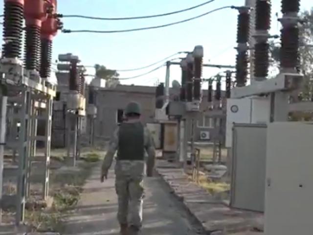 Mehmetçik Rasulaynın elektrik trafolarını onarıyor