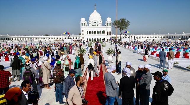 Hindistanlı hacıların Pakistana vizesiz girmesini sağlayan Kartarpur Koridoru açıldı