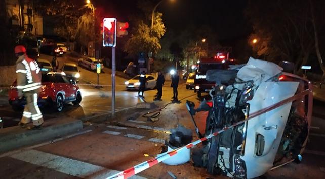 İstanbulda panelvan ile otomobil çarpıştı: 2 yaralı