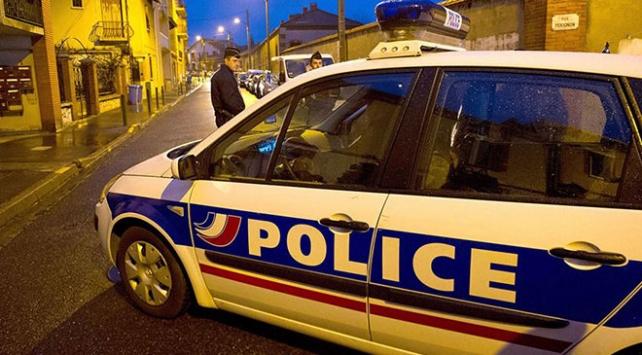 Fransada bir genç maddi sorunları nedeniyle kendini yaktı