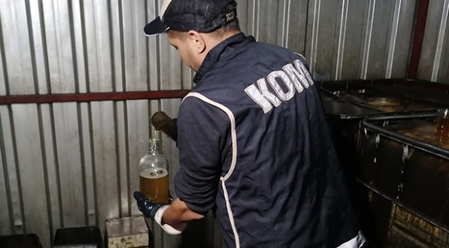 İzmirde 13 bin 880 litre kaçak akaryakıt ve madeni yağ ele geçirildi