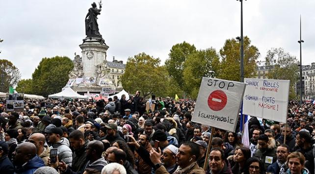 Pariste İslam karşıtı açıklamalar ve saldırılar protesto edildi
