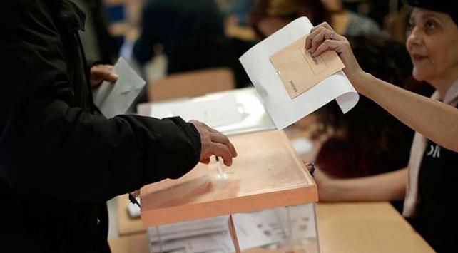 İspanyadaki seçimler ülkedeki siyasi belirsizliği derinleştirdi