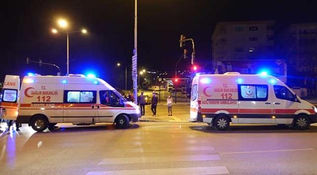 Bursada iki otomobil çarpıştı: 3 yaralı