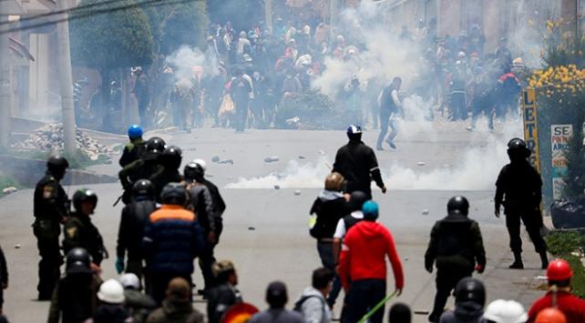 Moralesin istifasının ardından Bolivyada sokak gösterileri yapılıyor