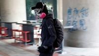Hong Kong'da üniversite öğrencileri polisle çatıştı