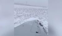 Karlı zeminde kayan yolcu uçağı pistten çıktı