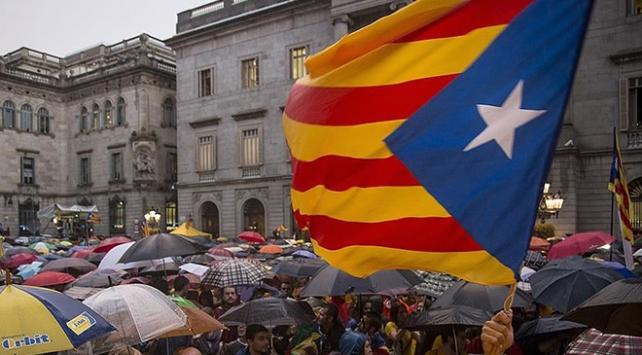 Katalonya yönetiminin bağımsızlık girişimine yargıdan jet fren