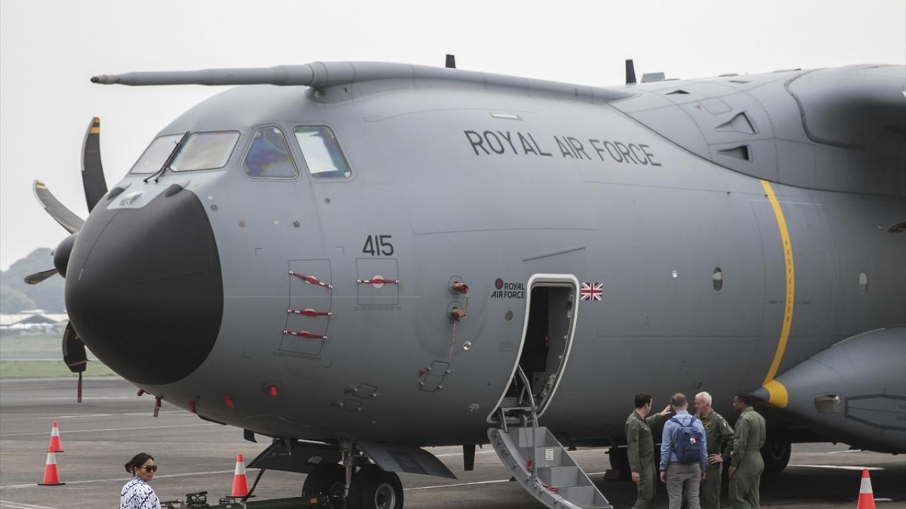 Birleşik Krallık'a ait A400M tipi kargo uçağı Endonezya'da