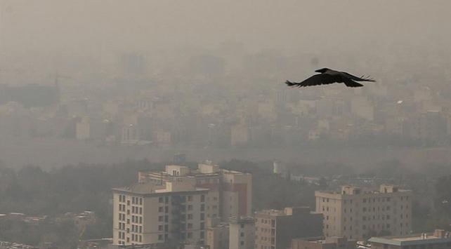 Tahranda hava kirliliği sebebiyle okullar yarın tatil edildi