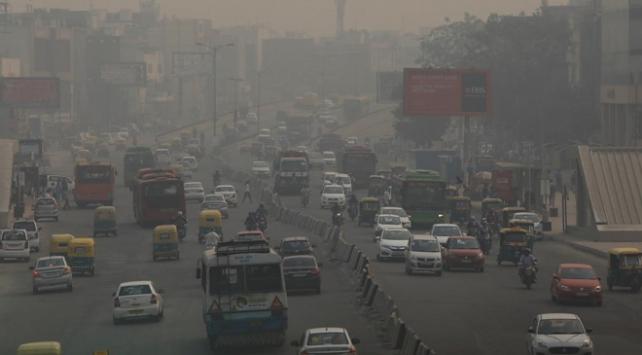 Yeni Delhide bazı okullarda hava kirliliği nedeniyle eğitime ara verildi