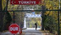 Yunanistan'ın almadığı teröristin tampon alanda bekleyişi sürüyor