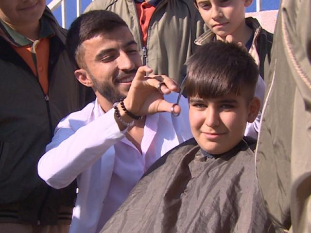 Dünya İyilik Günü'nde çocuklara ücretsiz tıraş