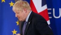 İngiltere'de sel bölgesine geç giden Başbakan Johnson'a tepki