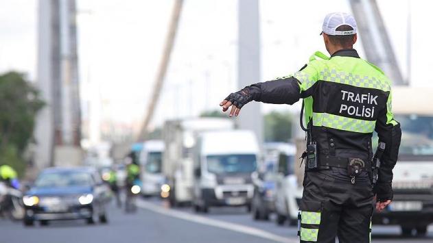 Caddelerde drift atarak tehlike saçan sürücülere ceza yağdı