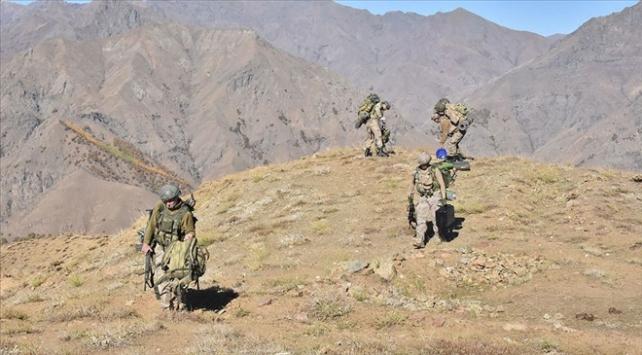 Kıran-6da PKKya ait silah ve mühimmat ele geçirildi