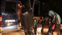 """Polisin """"dur"""" ihtarına uymayan minibüsten 30 düzensiz göçmen çıktı"""