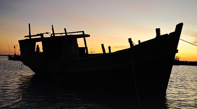 Batmak üzere olan teknedeki 119 Arakanlı mülteci kurtarıldı