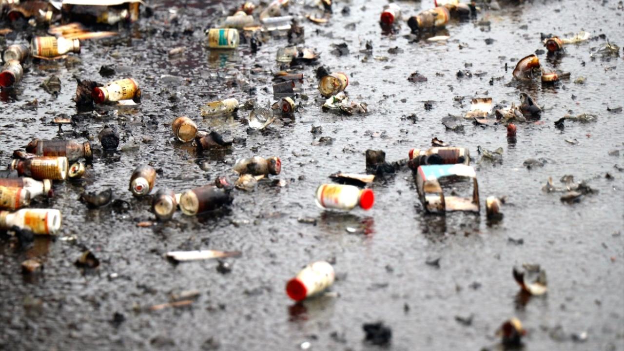 Anadolu Otoyolunda tıbbi ilaç yüklü tırın dorsesi yandı