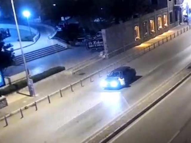 Alkollü sürücünün polisi 400 metre kaputta taşıdığı anlar kamerada