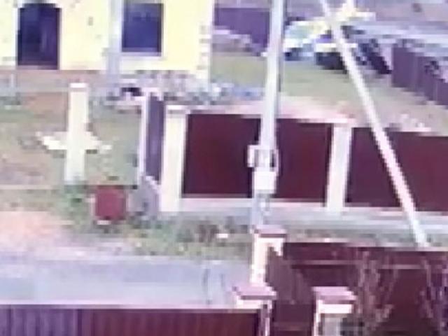 Rusya'da irtifa kaybeden uçak evin bahçesine düştü