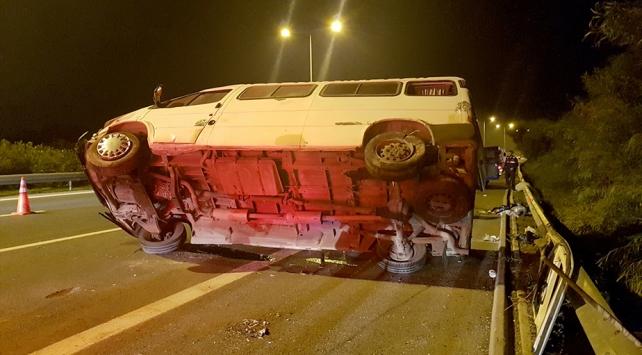 İzmirde 2 ayrı trafik kazası: 1 ölü, 5 yaralı