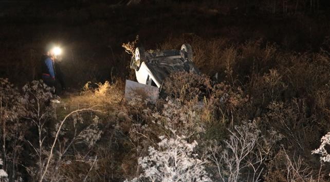 Ankarada virajı alamayan otomobil boş araziye uçtu: 4 yaralı