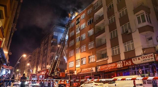 İstanbulda 5 katlı binanın çatısında yangın