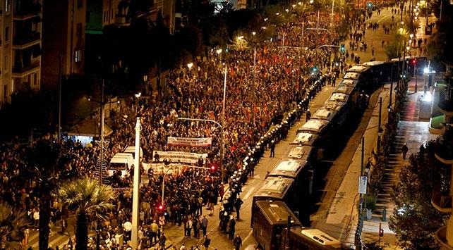 Yunanistanda göstericiler ABDnin Atina Büyükelçiliğine yürüdüler